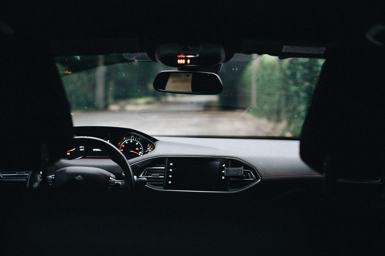 Jak rozpoznać awarie transmisji w swoim samochodzie?